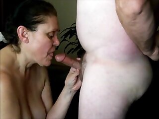 Horny older lady really like to suck dick and cum