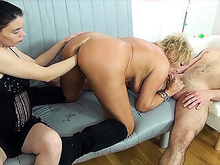 mom fist fucked hard by stepsiblings