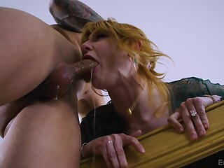 Admirable couch sex with a thirsty mom